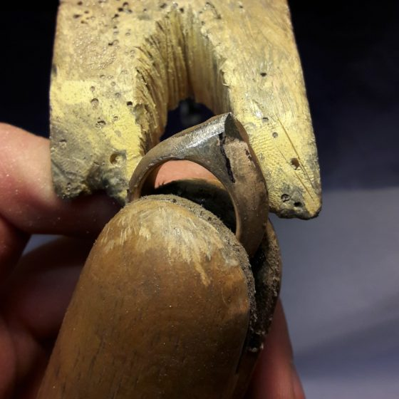 Filing the ring after casting